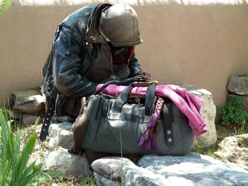 Бродяга - нищий-бездомный-бродилкин