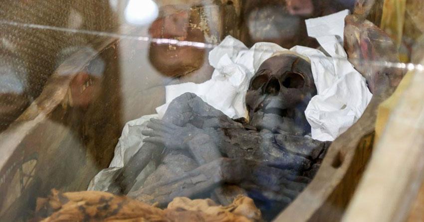 Египетские мумии. А поверх - миллион тонн камней. Чтобы не выбрались?
